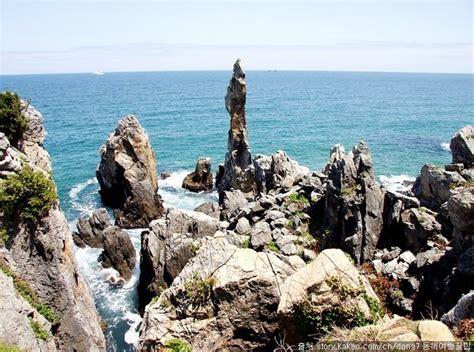 추암 촛대바위 : 촛대바위와 해금강 주변에는 신비한 기암괴석이